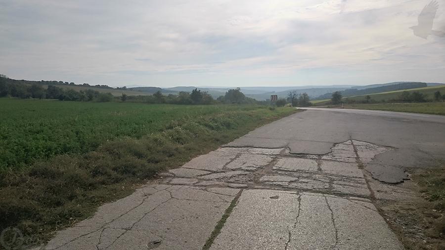Pohled z uzavřené cesty na jih Moravy